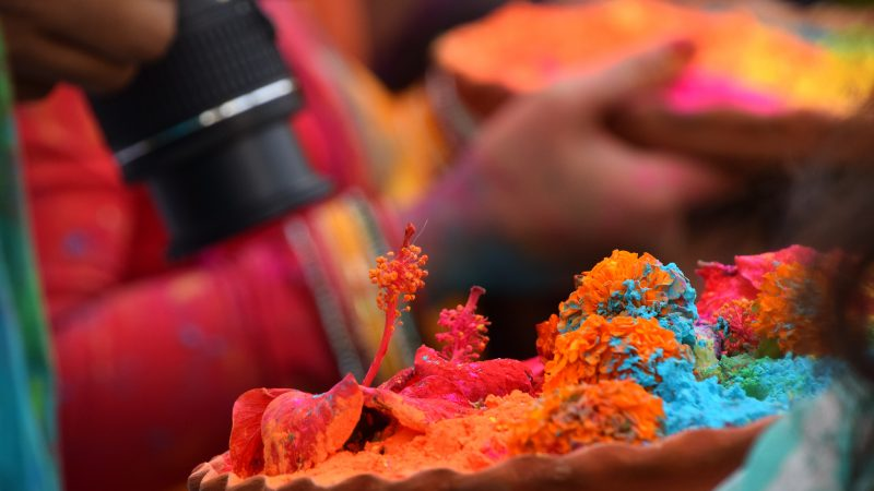 How to Have an Organic Holi